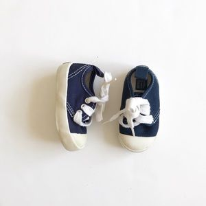BABygap navy blue lace up sneakers EUC size 3